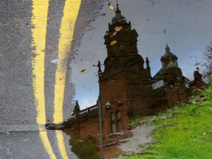 Reflexia unei cladiri